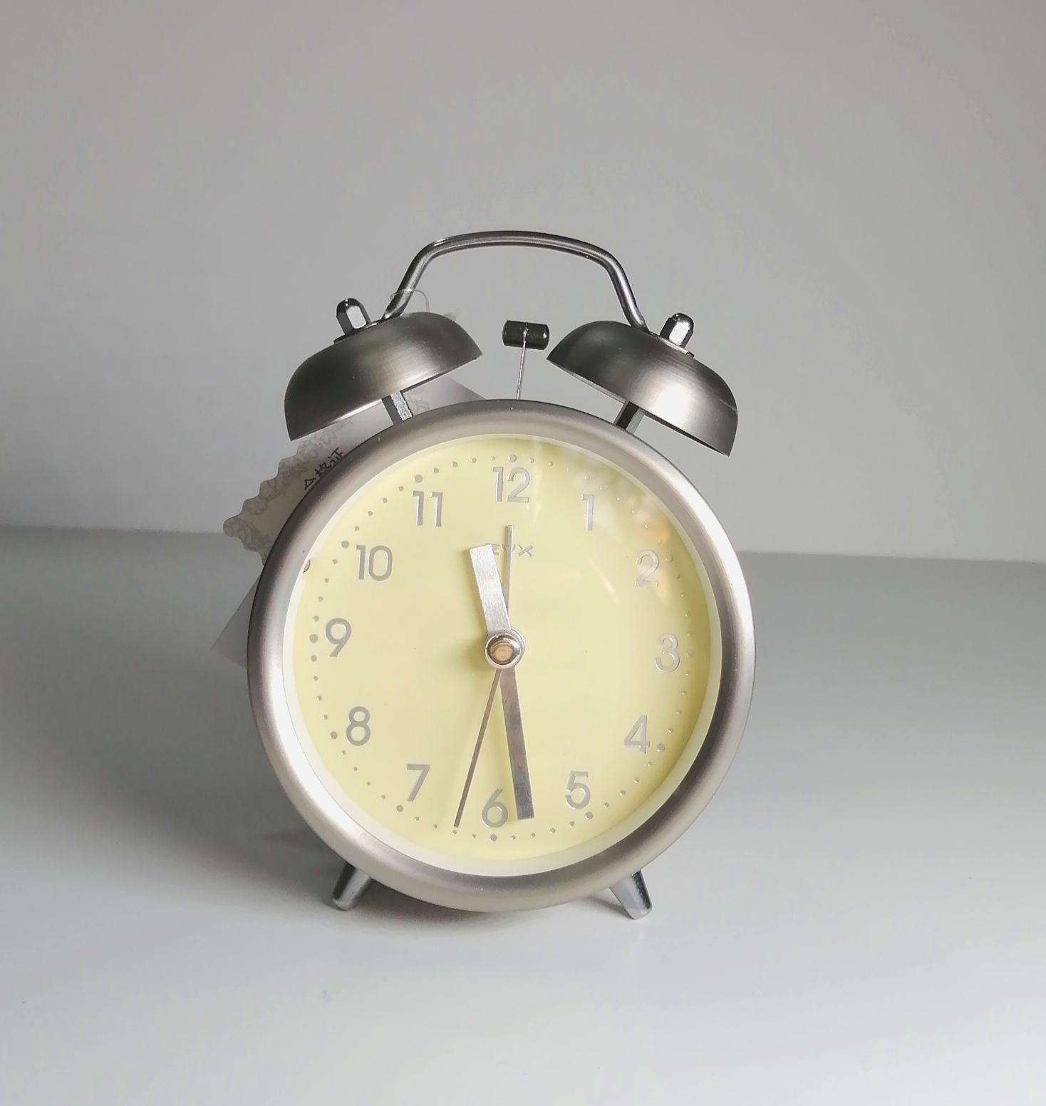 ساعت شماطه دار