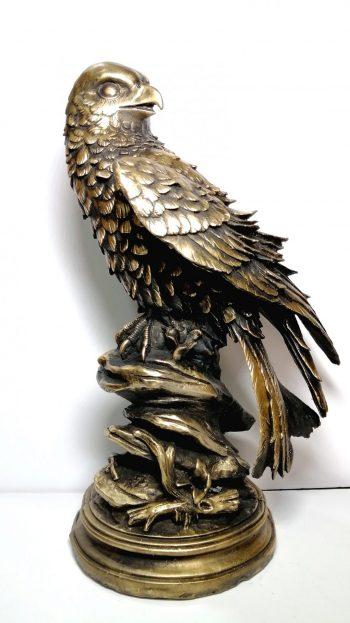 مجسمه عقاب عرب